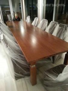 Обеденный стол из массива дуба. длина 4 метра. состоит из 4 .